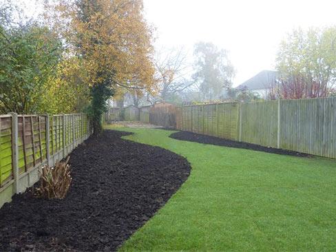 remise en état jardin : pelouses en plaque posées