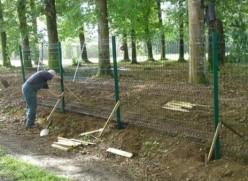Nous posons des clôtures en panneaux grillagés